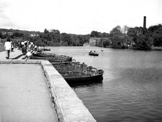 boats-on-river-wharfe